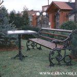 Zabytkowa ławka po renowacji i rekonstrukcji - czarna.