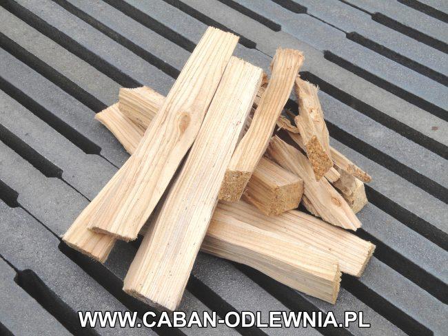 Spalanie drewna na palenisku z ruszt belkowych