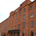 Żeliwne kotwy na budynku Loftów u Scheiblera