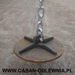 Deflektor do pieca zawieszony na stalowym łańcuchu
