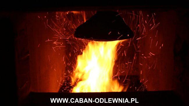 Deflektor rozbijający płomień w kotle