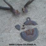 Metalowy odlew poroża wymagający odtworzenia połamanej podstawy