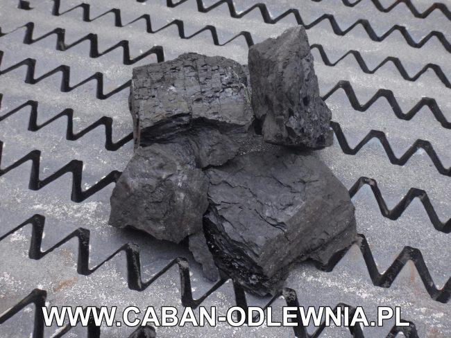 Palenisko do spalania węgla zbudowane z ruszt jodełkowych